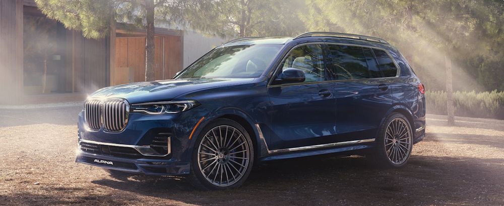 A 2021 BMW X7 PARKED IN A DRIVEWAY