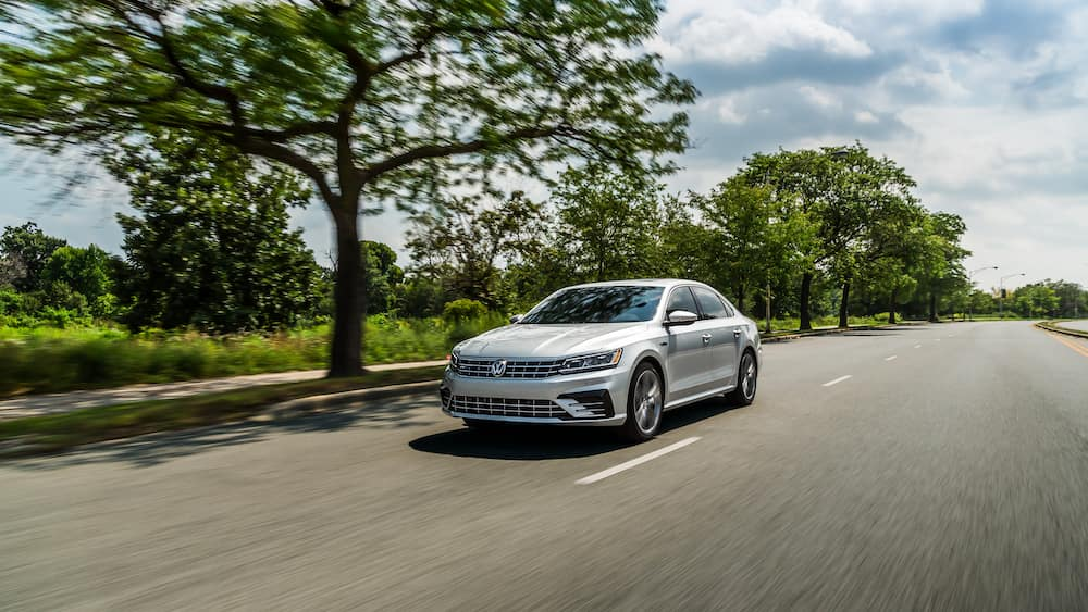 What are the model features of the 2019 Volkswagen Passat at Hanover Volkswagen | Silver 2019 Passat running on road