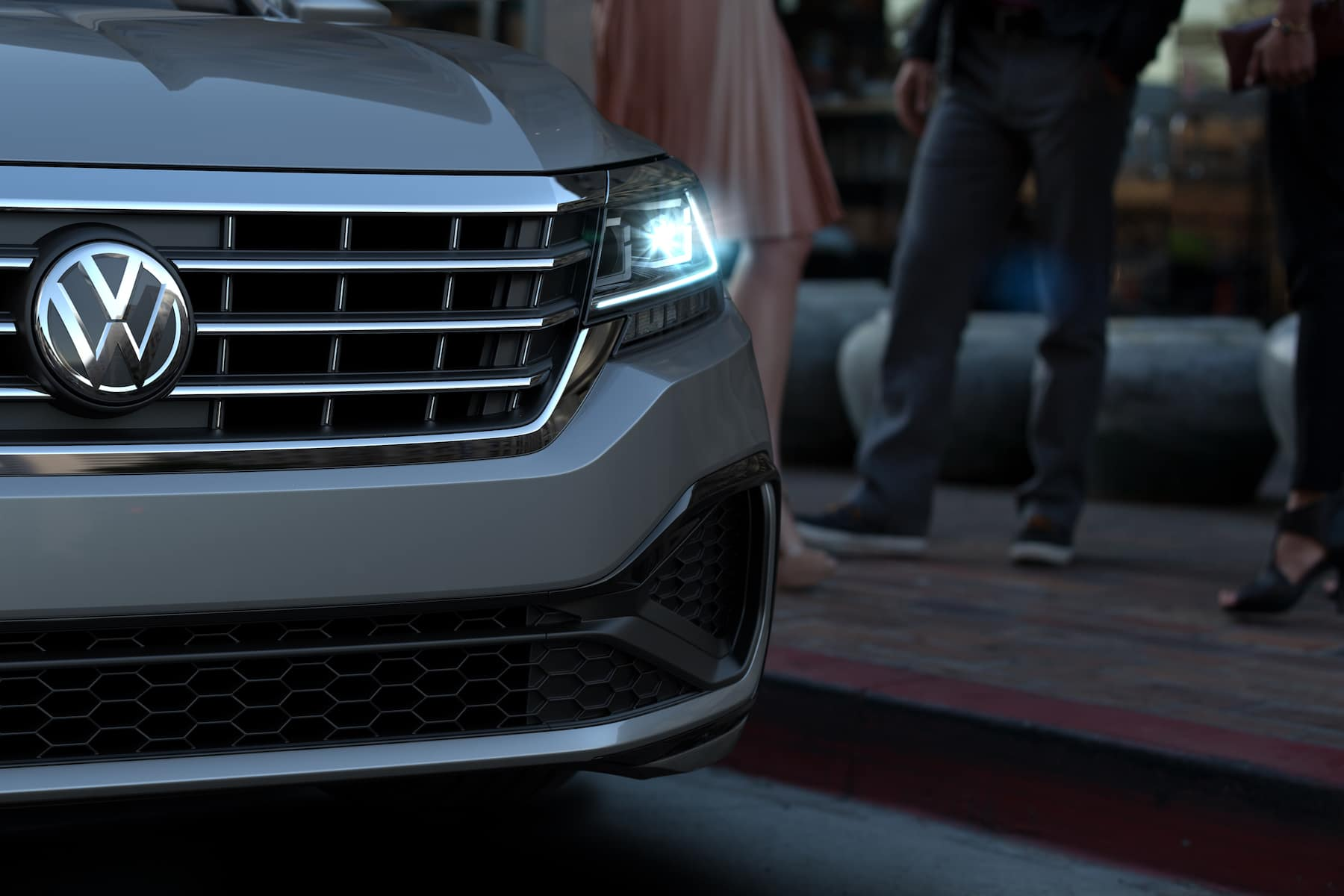 What are the model features of the 2020 Volkswagen Passat? Hanover Volkswagen | close up of the front of the 2020 passat
