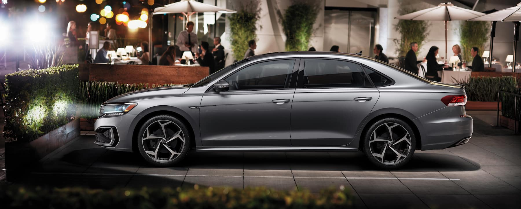 What are the model features of the 2020 Volkswagen Passat? Hanover Volkswagen | 2020 passat parked outside a resturant