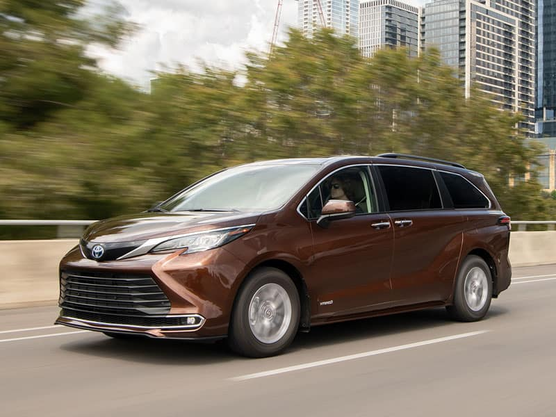 2021 Toyota Sienna Powertrains and Economy