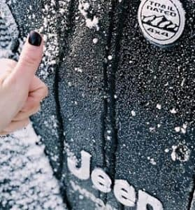 closeup-of-jeep-vehicle-in-the-snow