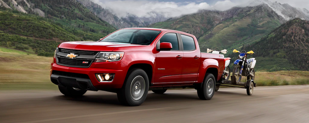 2020 chevy colorado red towing bikes