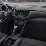 2022 chevy trax interior black
