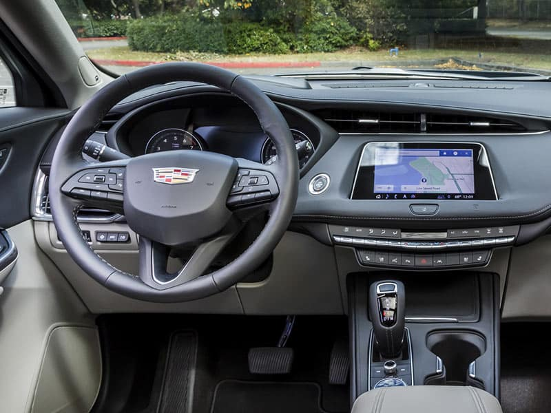 2021 Cadillac XT4 technology and interior comfort