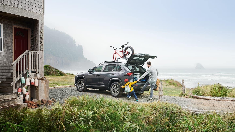 2020 Toyota RAV4 lift gate open